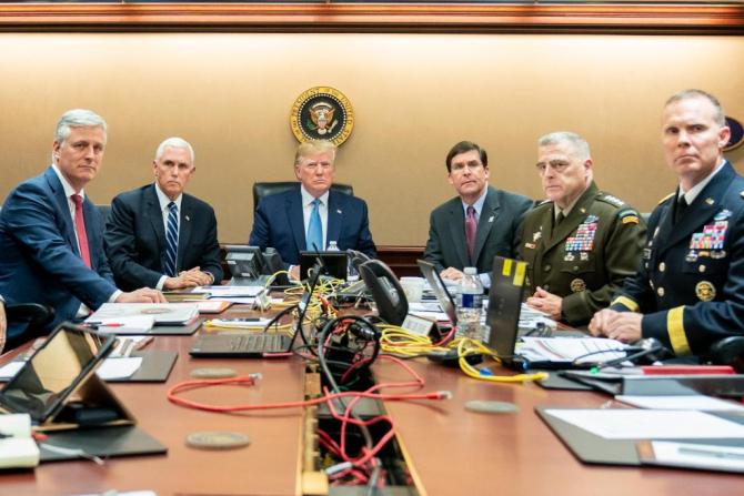 Donald Trump în timp ce urmărea desfășurarea operațiunii Forțelor Speciale