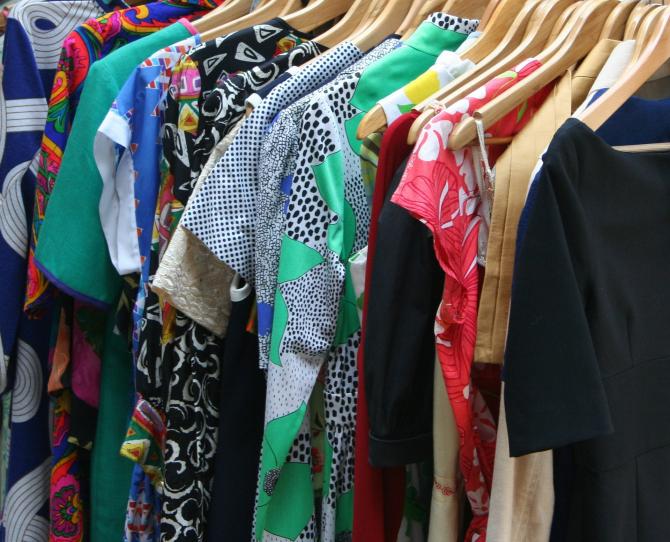 Lucrătorii vamali au reţinut, recent, articole vestimentare contrafăcute