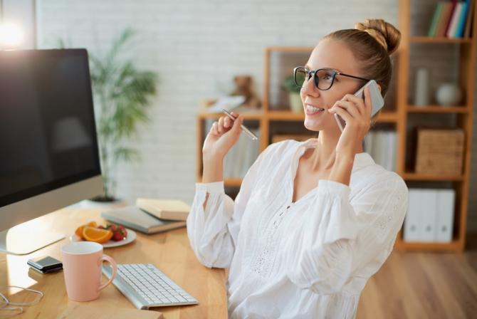 ANCOM vrea ieftinitea tarifelor la convorbirile telefonice / Foto: freepik.com