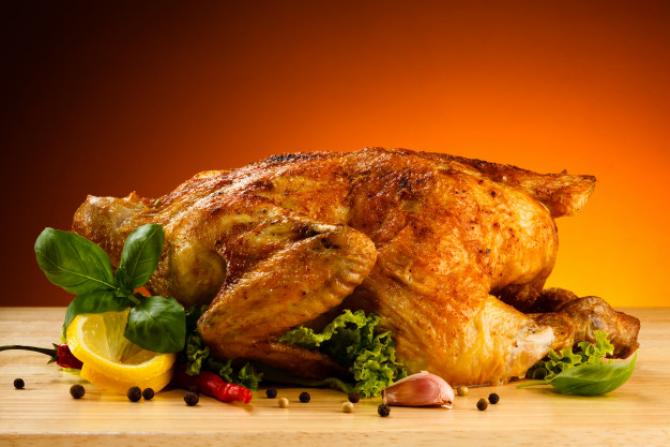 Puii la rotiserie ieftini nu sunt doar o modalitate rapidă pentru familii de a lua cina