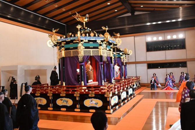 Ceremonia de întronare a împăratului Naruto