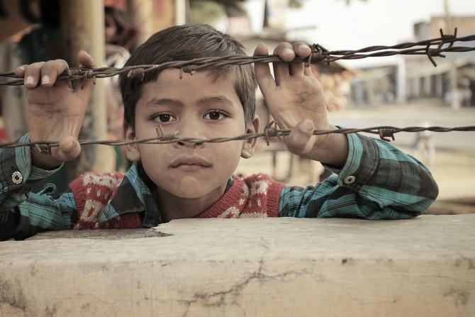 Peste un sfert din populaţie era supusă riscului de sărăcie