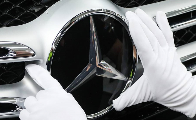 Mercedes-Benz, divizia de lux a Daimler, va produce în China maşini electrice marca Smart împreună cu Zhejiang Geely Holding Group