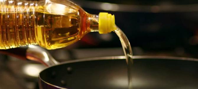 Uleiul de gătit uzat va putea fi dus la puctele de colectare