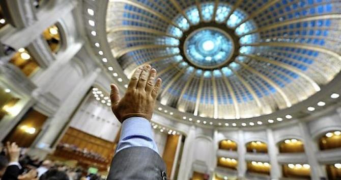 Parlamentul votează eliminarea pensiilor speciale