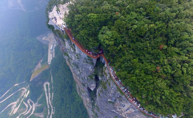 Numai cei curajoși se pot aventura pe pod