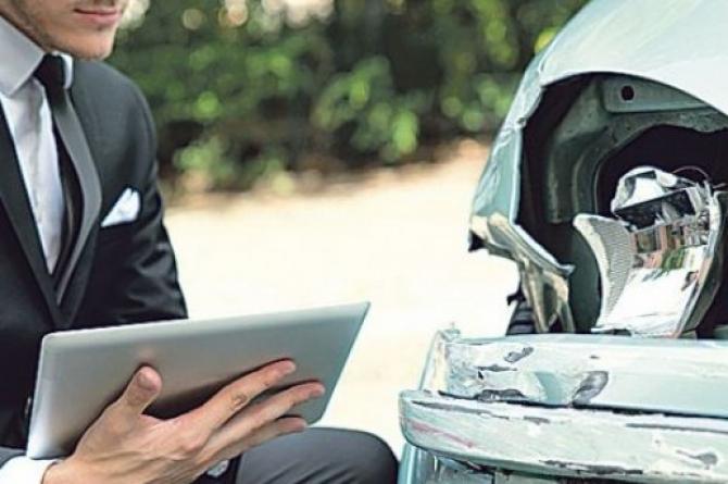Firmele de asigurări care vând poliţe RCA sunt ţinta abuzurilor din partea unora dintre service-urile auto