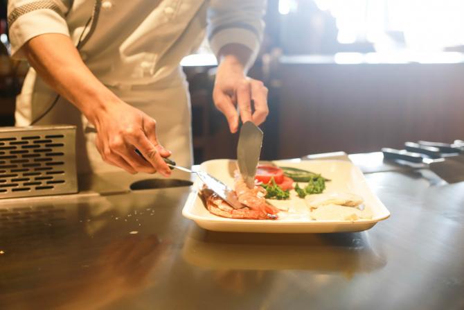 Un restaurant din Olanda propune o soluţie inedită pentru a putea oferi clienţilor posibilitatea de lua masa în aer liber