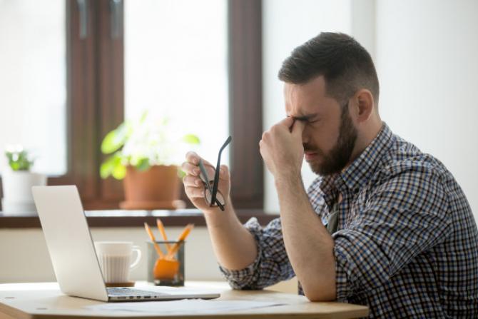 Unul din doi angajaţi români consideră că nivelul de stres la locul de muncă