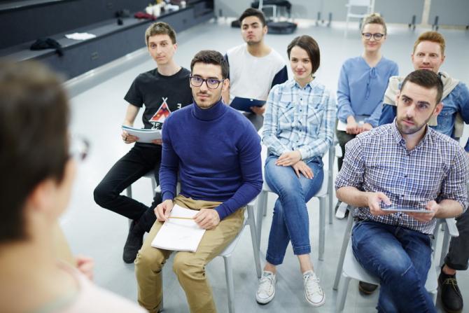 Absolvenții pot cere ajutor de șomaj