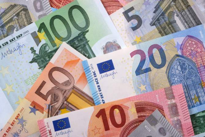 Uniunea Europeană a înregistrat în octombrie un excedent al balanţei comerciale de 2,2 miliarde de euro