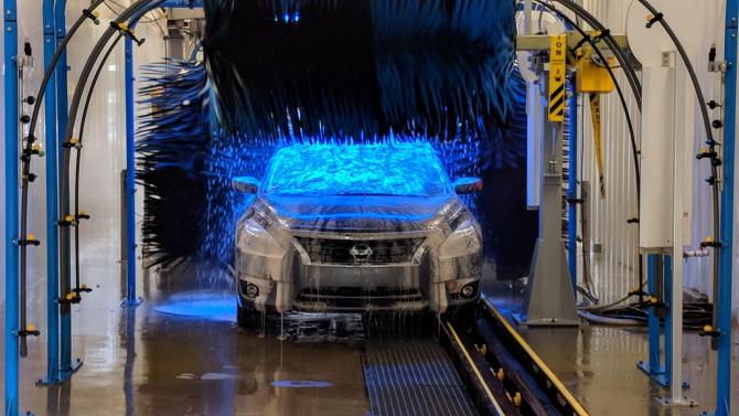 Spălătorie de mașini care nu folosește niciun strop de apă pentru curățare