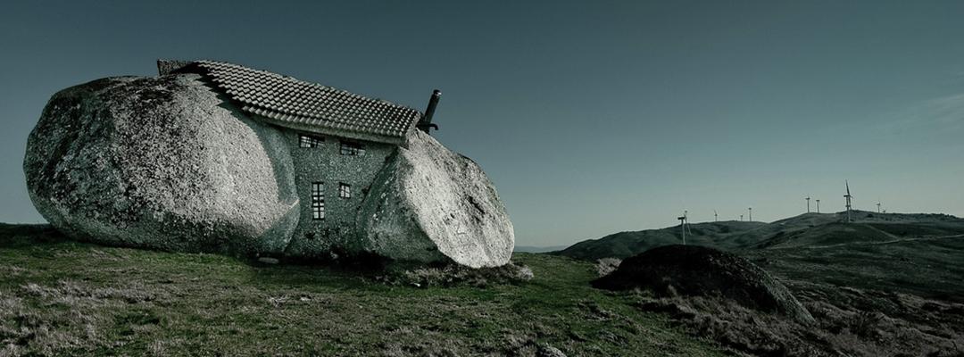 Casa construită între două pietre, Portugalia