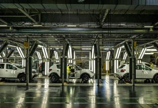 Vânzările Dacia scad continuu