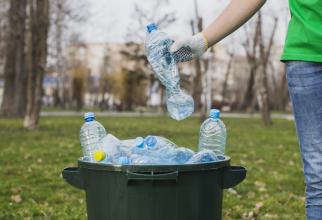 Ambalajele din plastic vor trebui înlocuite cu materiale reciclabile 100%