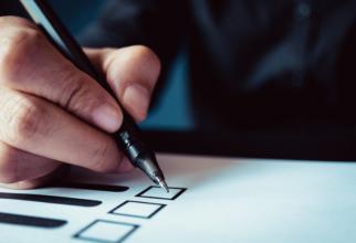 COVID-19: Polonezii își aleg astăzi șeful statului