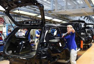 Potrivit altor surse, citate de ziarul Handelsblatt, compania va reduce chiar și mai mult posturi, fiind avansată cifra de 5.000 de locuri de muncă care vor fi tăiate.