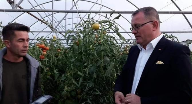 Ministrul Agriculturii, Adrian Oros (foto dreapta)