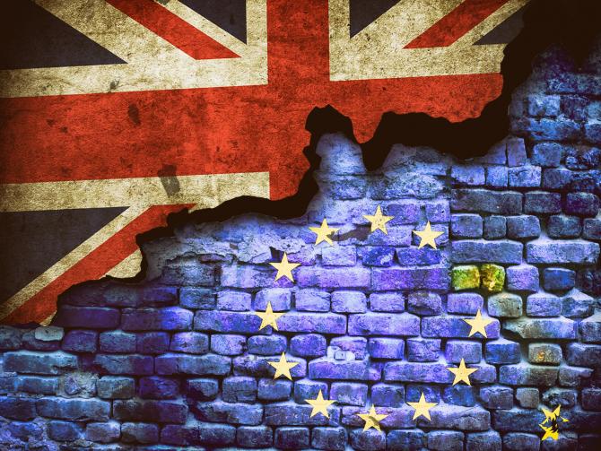 Peste 2,45 milioane de cetăţeni UE au primit dreptul de a trăi şi a munci în Regatul Unit după Brexit