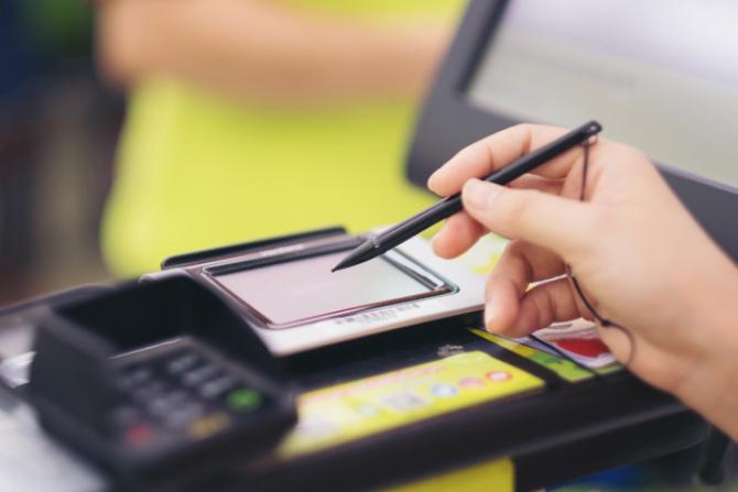 UniCredit Bank devine prima bancă din România care va oferi clienţilor companii posibilitatea de a semna documentaţia în relaţia cu banca folosind o semnătură calificată electronică