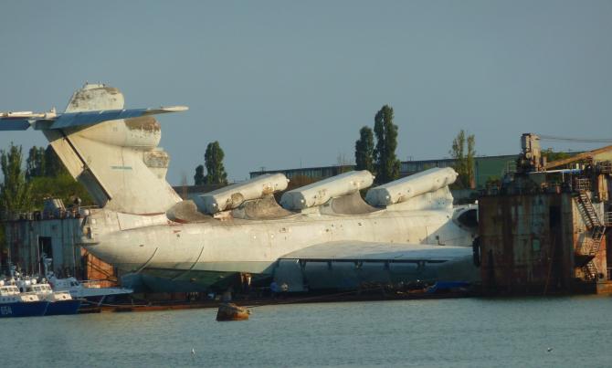 Era o navă-avion cu multe arme la bord