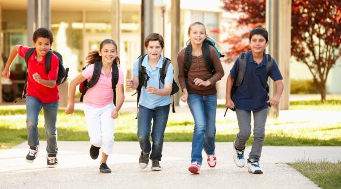 Peste 85% dintre elevii de gimnaziu şi liceu pun bani deoparte