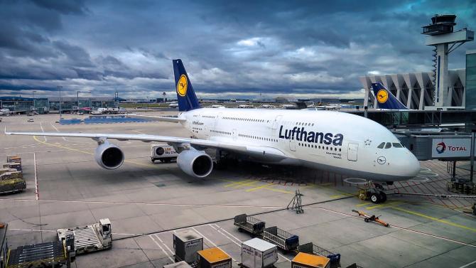 Compania aeriană germană Lufthansa a anunţat joi că este în discuţii avansate cu fondul de stabilizare economică al guvernului german