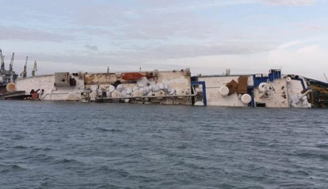 Mii de oi au pierit in urma răsturnării navei