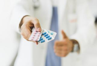 Premierul cere o soluţie pentru sistemul de clawback pentru medicamentele generice şi inovative