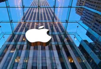 Grupul american Apple Inc a avertizat luni că este puţin probabil să-şi îndeplinească ţintele trimestriale de vânzări stabilite în urmă cu doar trei săptămâni
