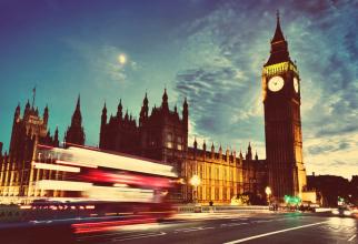 Premierul britanic Boris Johnson a propus marţi o campanie de strângere de fonduri pentru ca faimosul ceas cu clopot Big Ben să sune pe 31 ianuarie 2020 la ora 23:00 GMT