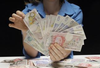 Marea Britanie: Angajatorii care vor să revină la muncă primesc 1.000 de lire sterline