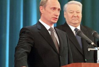 Guvernul rus condus de premierul Dmitri Medvedev a demisionat miercuri