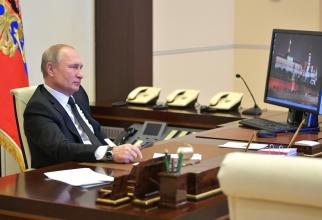 Pe calculatorul lui Putin se vede că sistemul de operare este Windows XP