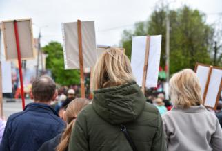 Sute de protestatari zgomotoşi au mărşăluit prin centrul Londrei