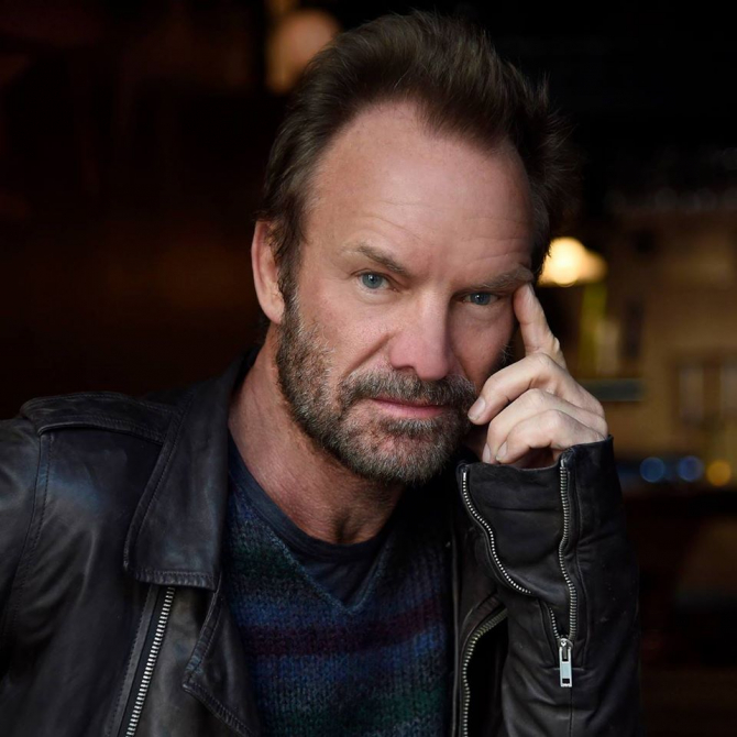Sting, Bruce Springsteen, James Taylor, John Mellencamp şi Ricky Martin, printre alţi artişti, şi-au unit vocile şi au participat luni la un concert de binefacere pe care îl organizează anual Rainforest Fund