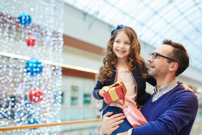 Românii sunt cuprinși de febra cumpărăturilor
