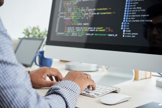 Vânzările de software şi servicii digitale, în România, cu ocazia Black Friday, au fost mai mari cu 73% comparativ