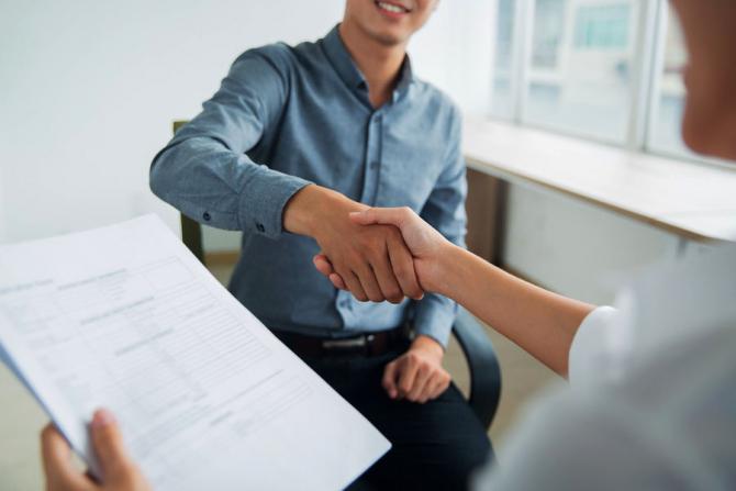 Trei lucruri pe care trebuie să le faci ca să câștigi încrederea unui specialist de resurse umane