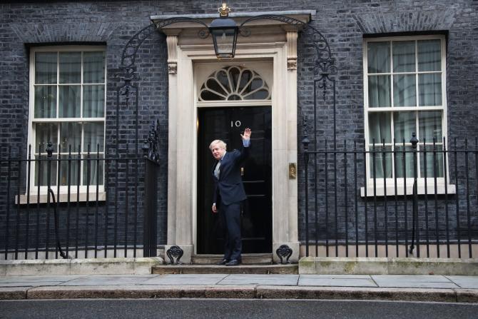 Stați acasă, i-a îndemnat premierul Johnson