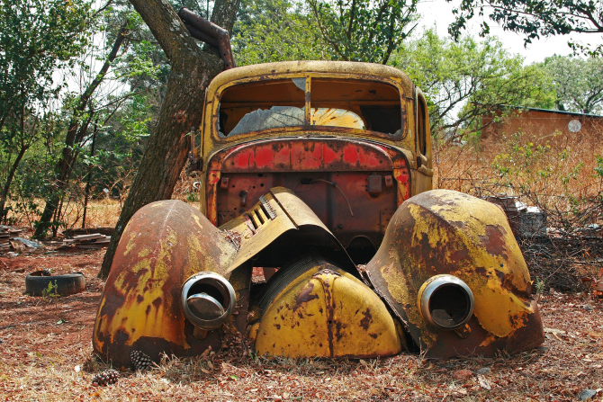 Mașina nemișcată mai mult de 6 luni va fi ridicată de autorități