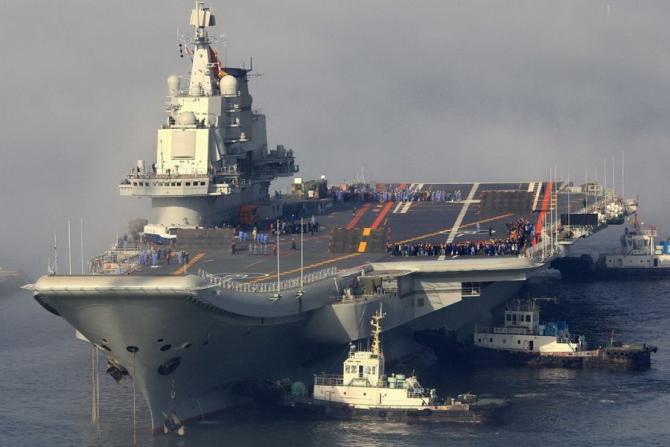 Unul dintre cele două portavioane ale forțelor navale chineze