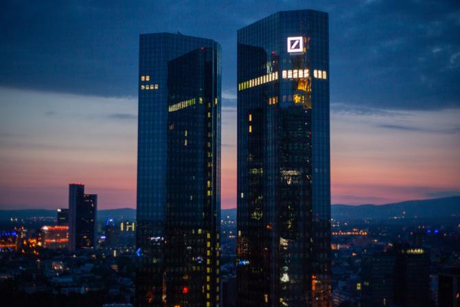 Deutsche Bank este una dintre băncile care va face concedieri masive