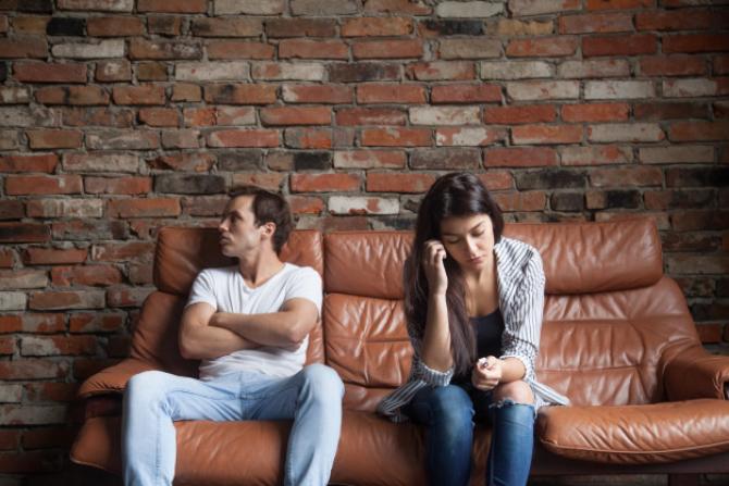 Românii se căsătoresc la vârste mai înaintate faţă de acum 30 de ani şi divorţează mult mai greu