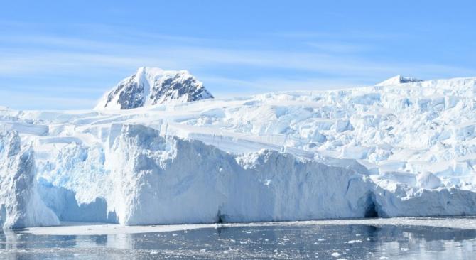 Ce se ascunde sub calota de gheață rămâne încă un mister