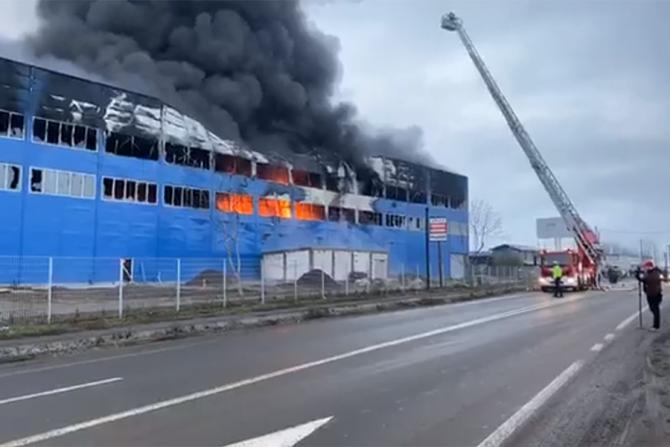 Incendiu outernic la o hală din Câmpia Turzii