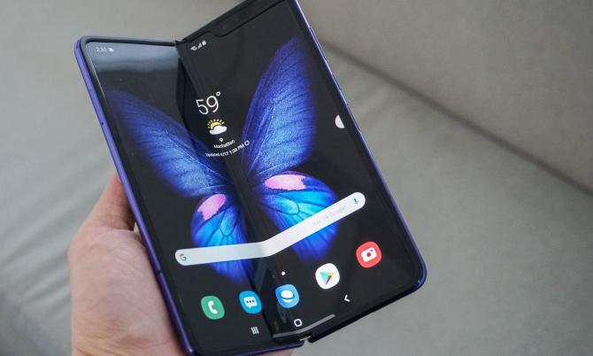 Gigantul sud-coreean va lansa o nouă generație de smartphone-uri Galaxy Z Flip și Galaxy Z Fold, precum și un gadget cu totul nou, cu ecran dublu pliabil.