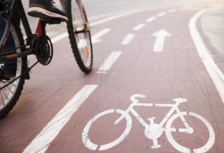 Bicicliștii pot fi sancționați cu 4 sau 5 puncte de amendă