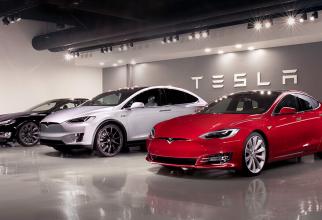 Jumătate de milion de plângeri legate de vehiculele Tesla