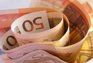 Atena vrea să profite de nivelul scăzut al dobânzilor